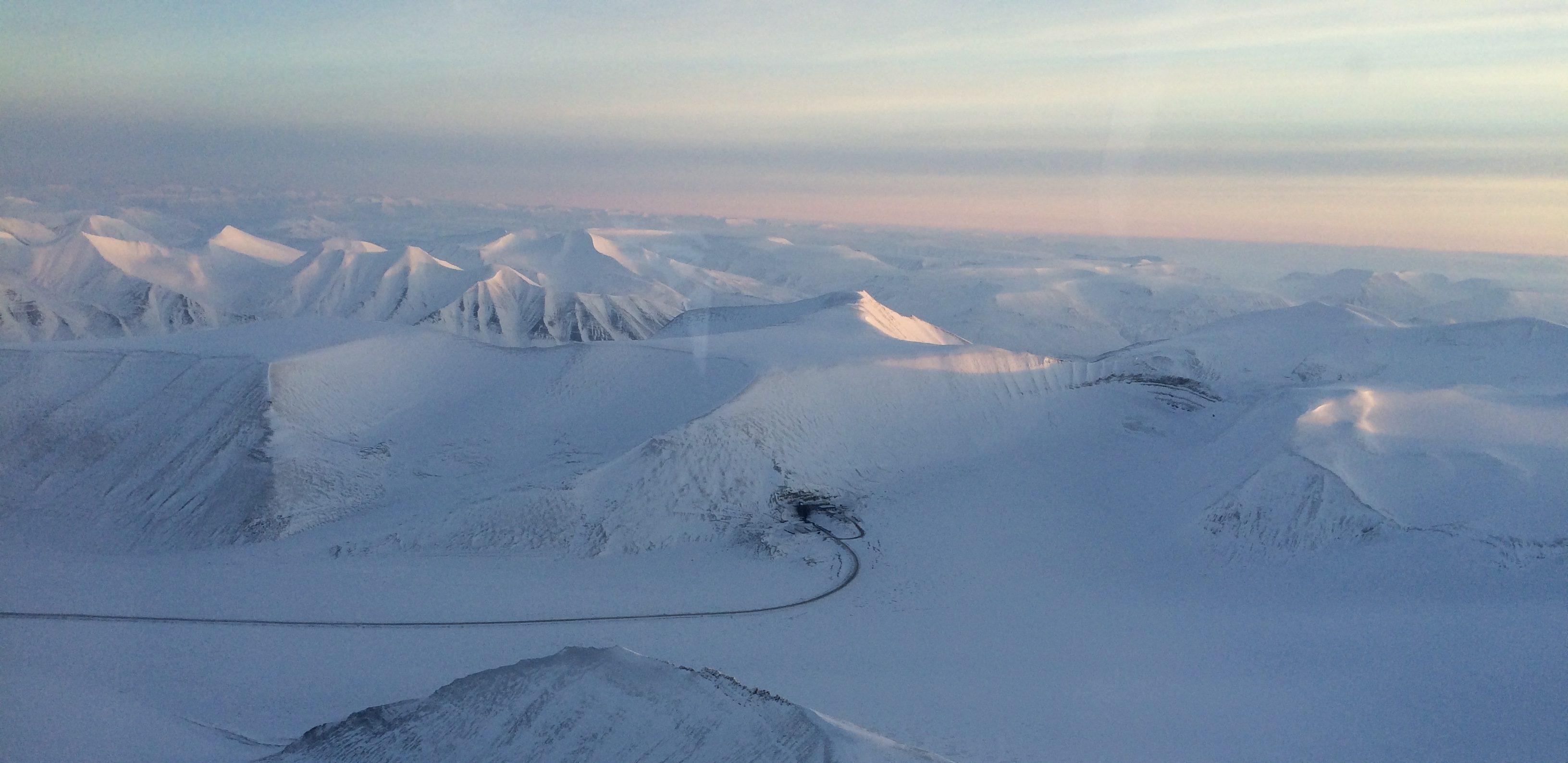 Flyfoto Lunckefjell og veien over Marthabreen