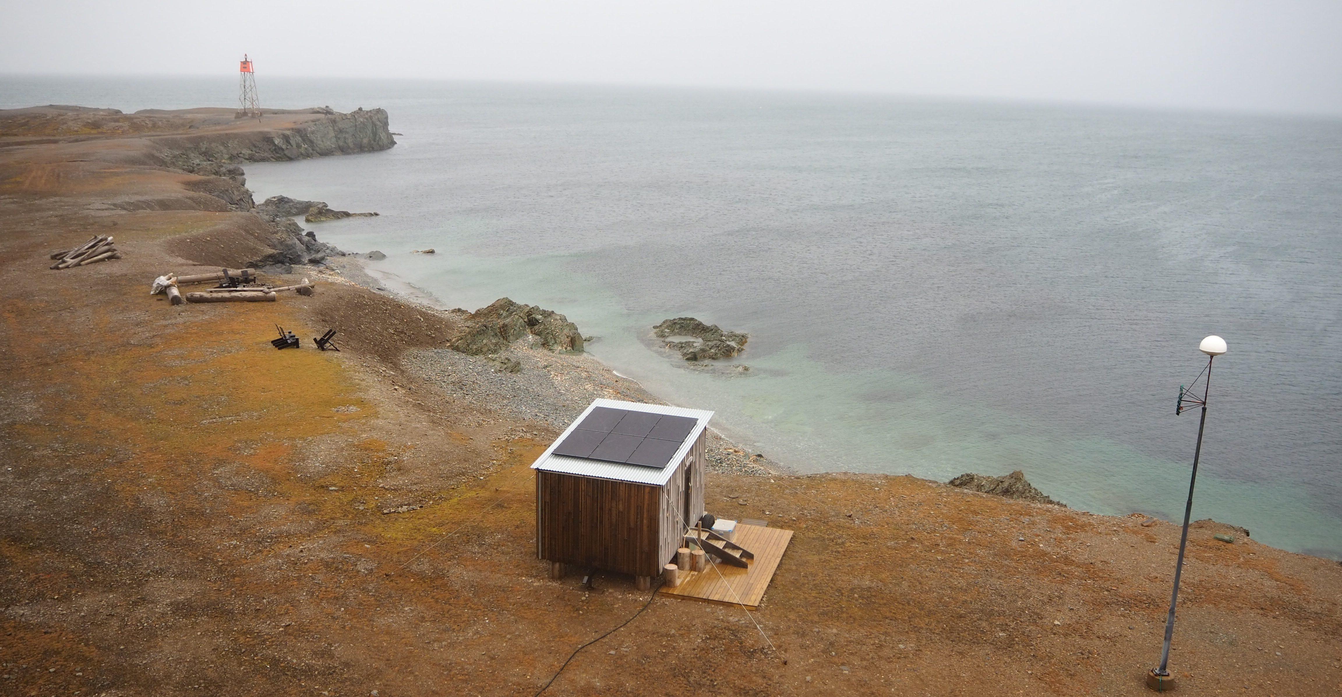 Solceller på Badstua på Isfjord Radio